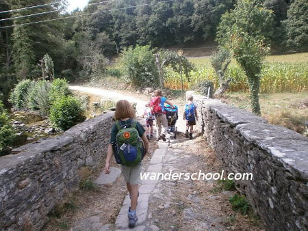 hiking the camino do santiago with kids